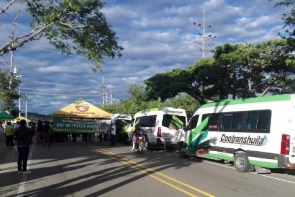 Transportadores bloquearon el paso para el sur de Colombia en Altramira