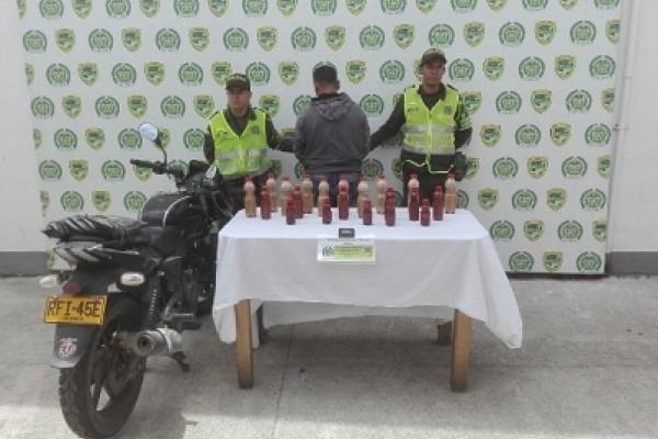 Un hombre transportaba base de coca encaletada en una motocicleta.