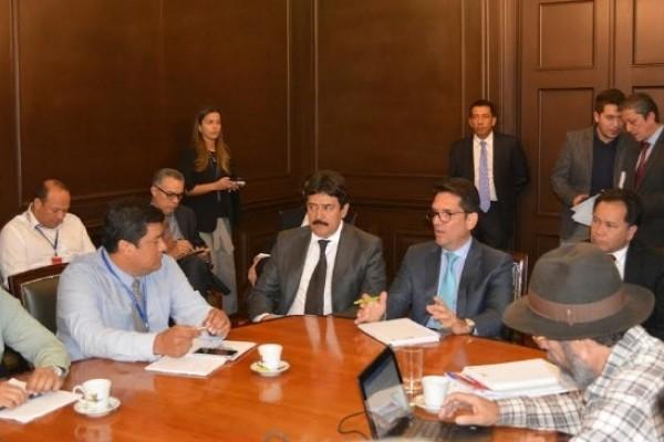 Arroceros del País alcanzan soluciones tras mediación de Gobernador del Huila
