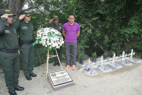 """Policía recordó las victimas del conflicto """"reconstruyendo la memoria: una mirada al recuerdo"""""""