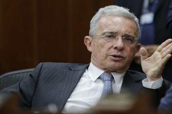 Álvaro Uribe propone reformas a los contratos de aprendizaje