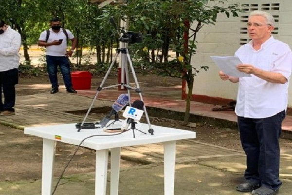 Polémico regreso de Álvaro Uribe a la libertad