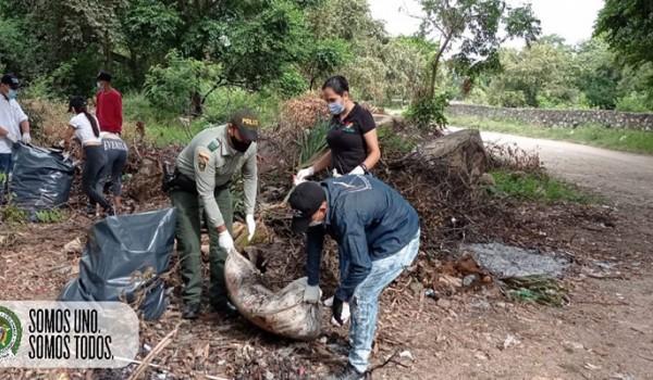 Jornada de limpieza en afluente del municipio Rivera