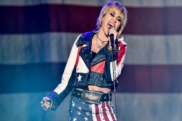 Miley Cyrus estará en el Super Bowl