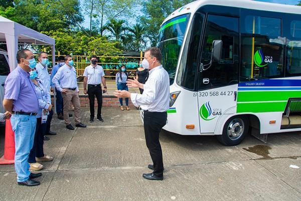 Buses con motor de Gas Natural fueron presentados a transportadores en Neiva