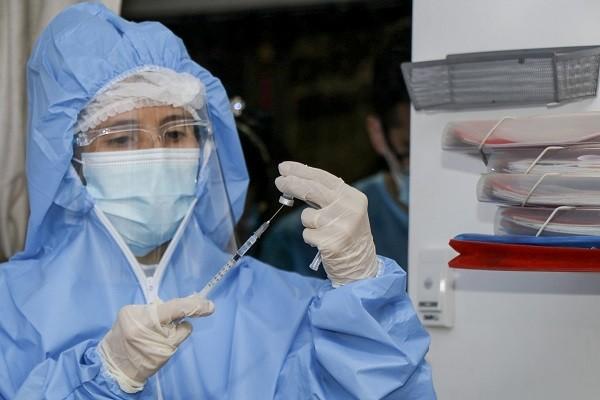 Denuncian en Neiva irregularidades en la priorización de la vacunación contra el Covid-19