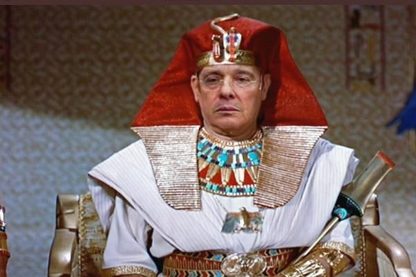 Los memes por supuesta descendencia de Uribe de faraón de Egipto