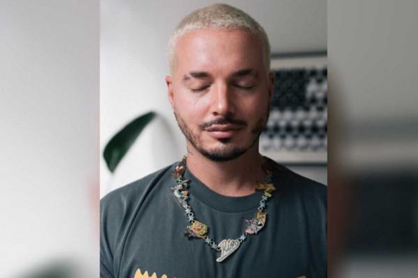 J Balvin mostró el collar que creó en honor a su hijo Río