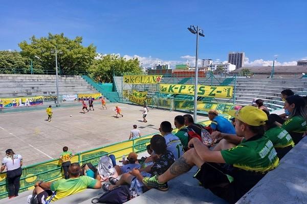 Barrismo social protagonista en campeonato fútbol