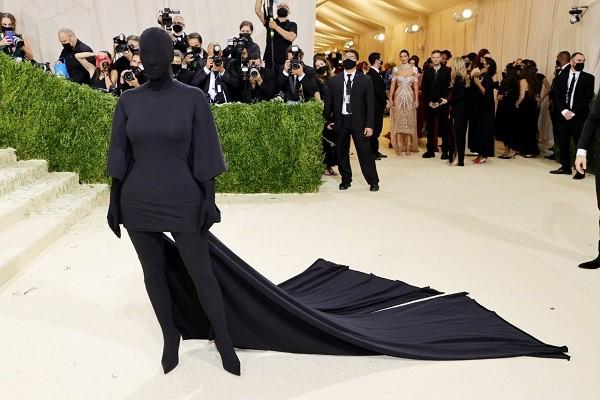 Curioso traje que usó Kim Kardashian en la Met Gala 2021