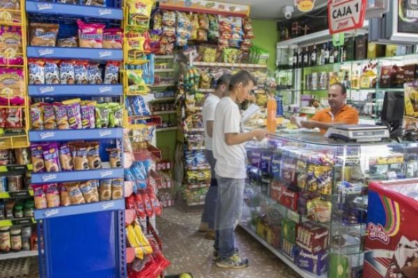 Tiendas de barrio en Colombia están en 'jaque'