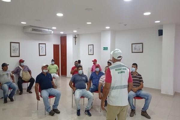 Inspectores socializan con expendedores de carnes campaña de semaforización